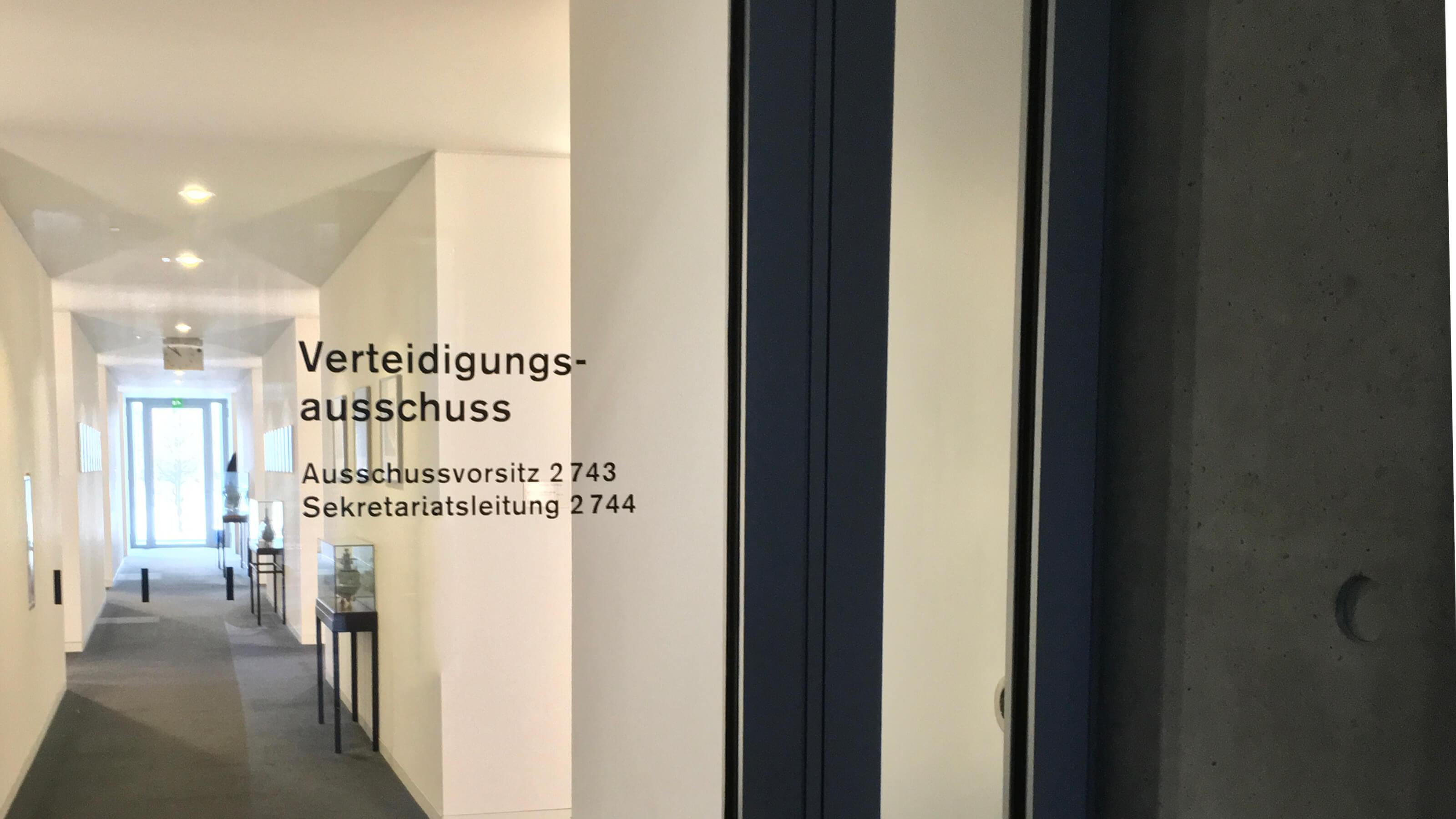Tür Verteidigungsausschuss Bundestag // Foto: CC-BY Patrick Pehl